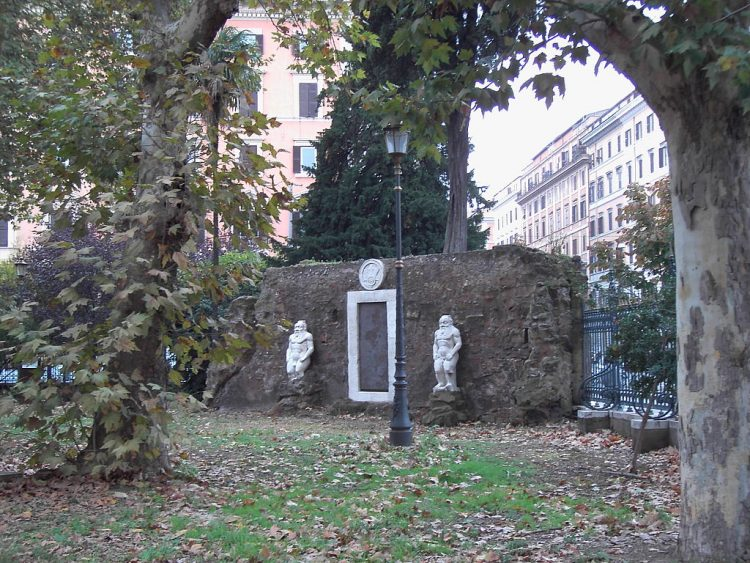 1024px-Piazza_Vittorio_Porta_magica_9511-02