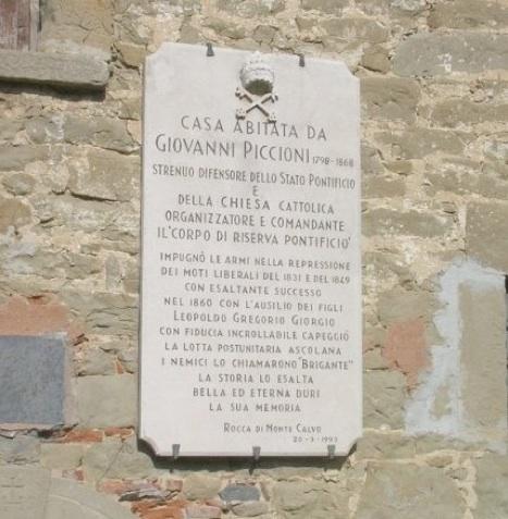la targa che ricorda Giovanni Piccioni