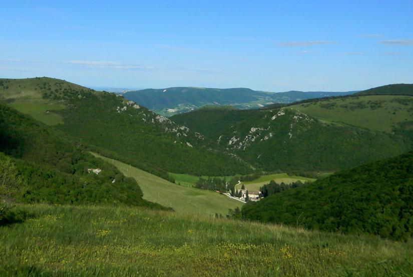l'Abbazia di Valdicastro, nella valletta sotto Porcarella